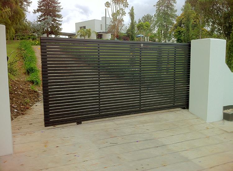 Puertas corredizas metalicas for Puertas corredizas metalicas